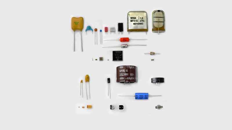 The Different Applications of Capacitors in Series vs Parallel